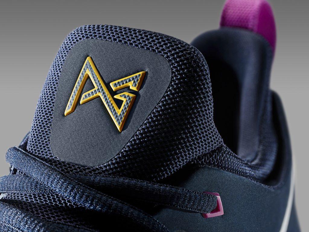 16-420_Nike_PG1_Blue_Tongue-01_original